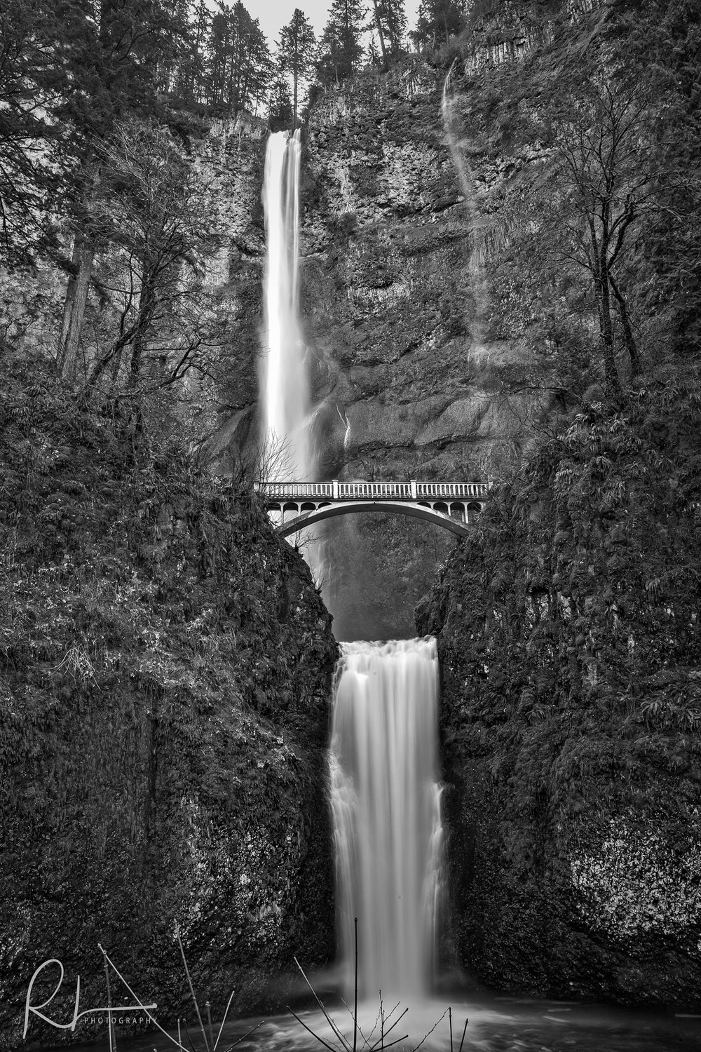 Black & White image of Multnomah Falls