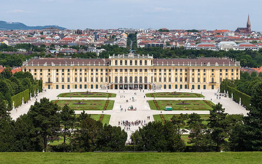 Schloss_Schönbrunn_Wien_2014_(Zuschnitt_2) (1).jpg