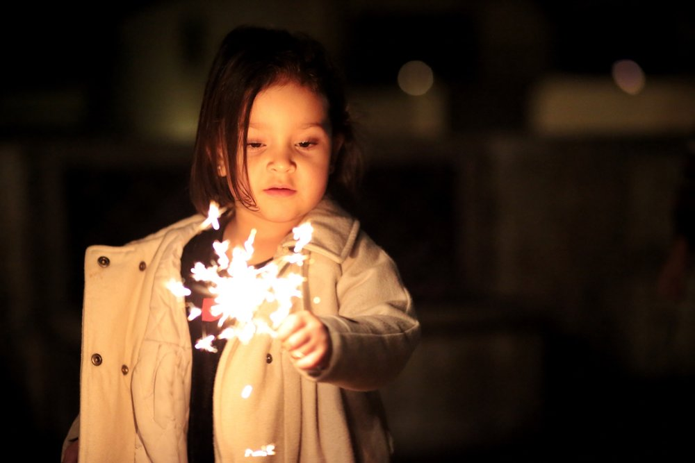 bokeh-child-firework-792692.jpg