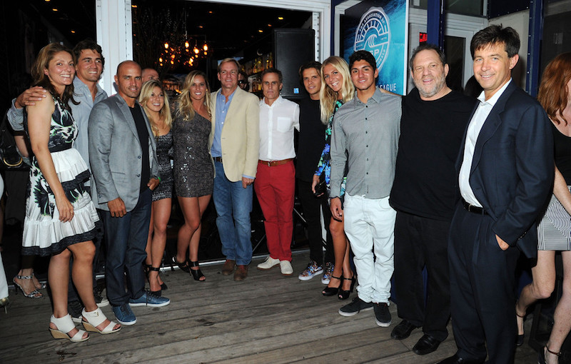 Dirk Ziff, à direita, com a nata e cartolas do surf mundial.