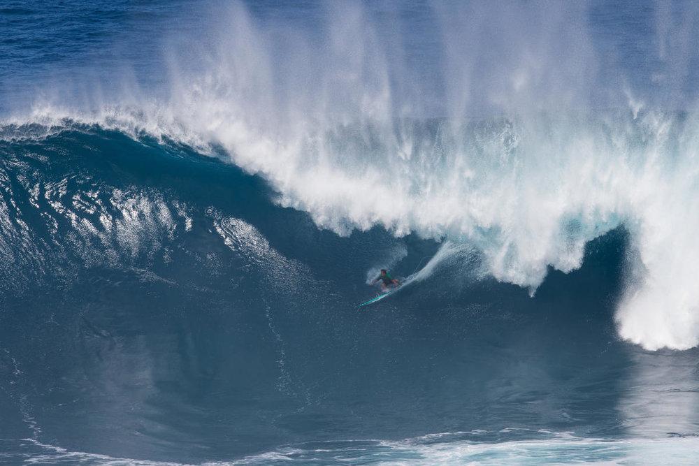 Mark Healey quase saiu do que seria a melhor onda de backside já surfada em Jaws. Dá pra discordar?