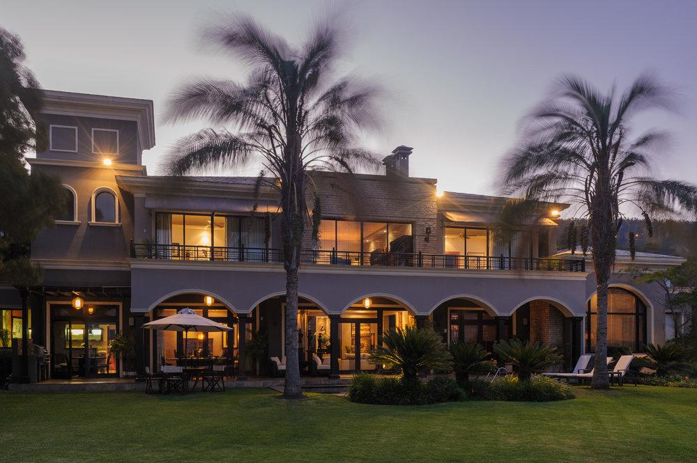 patio-palmeras-cumbaya.jpg