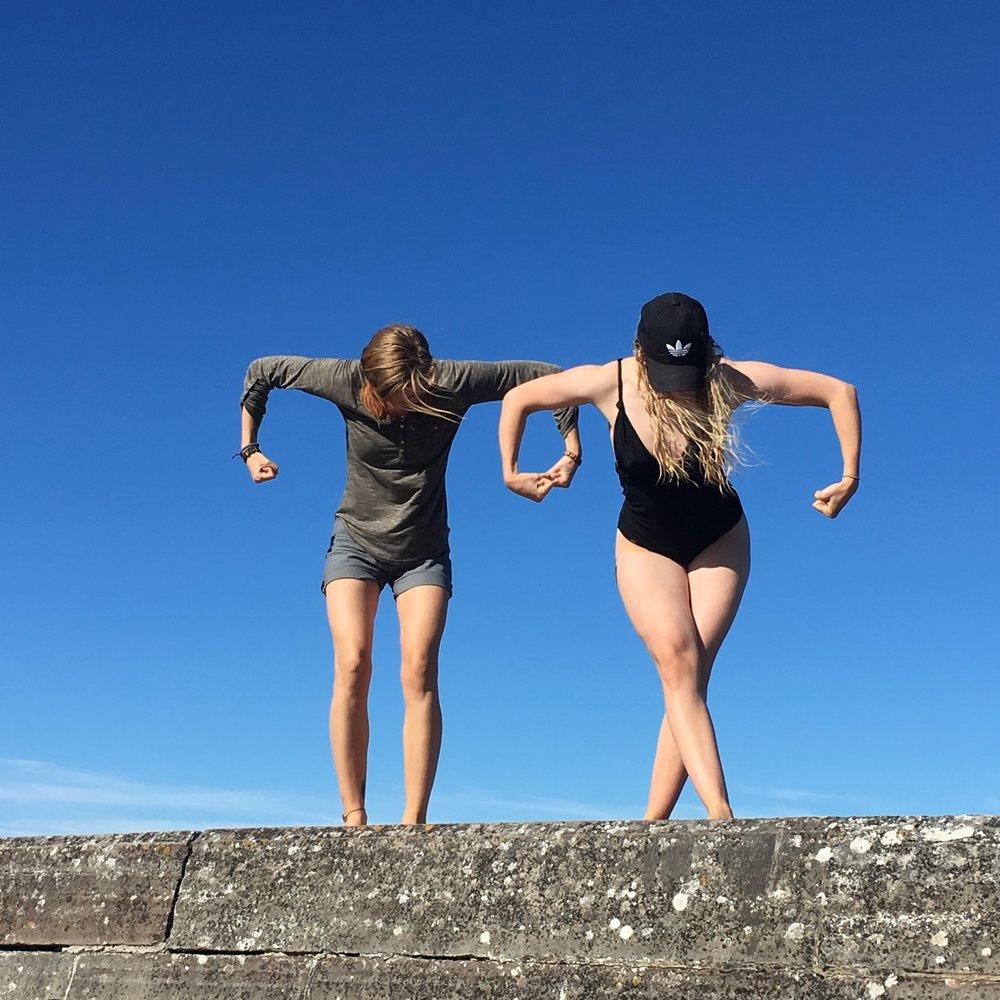 Uturus Pose, daughters in Action