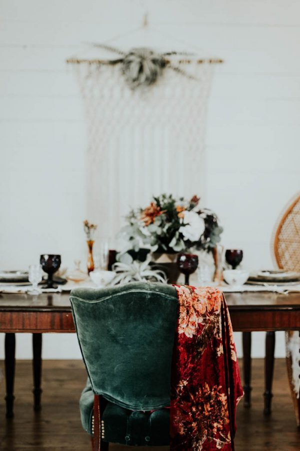 Photo by  Peyton Rainey Photography  and  Chelsea Denise Photography  via  Junebug Weddings