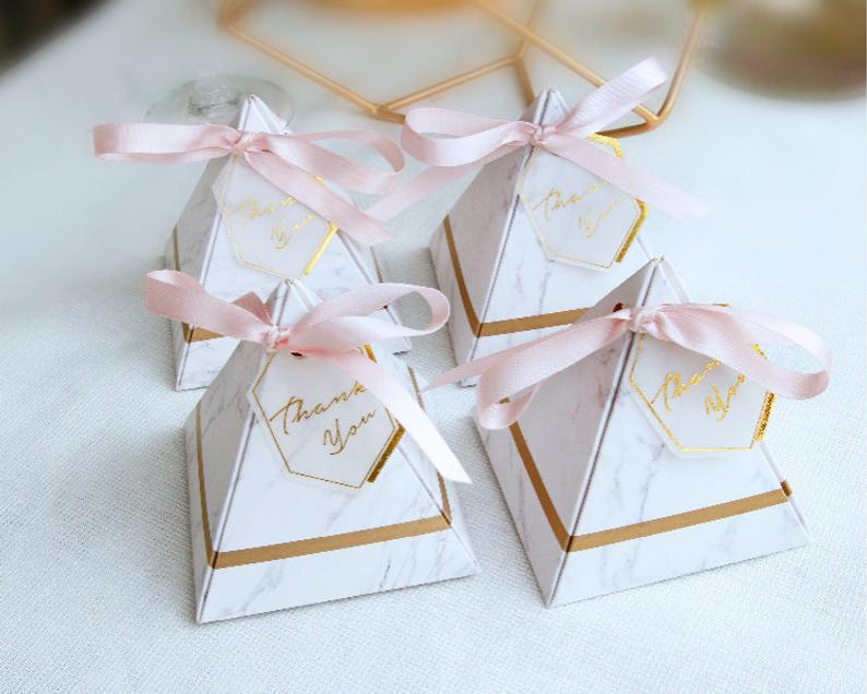 10+ Wedding Favors Your Guests Will Actually Want - Favor by Mon Joli Paquet - #wedding #weddingfavors #weddingblog