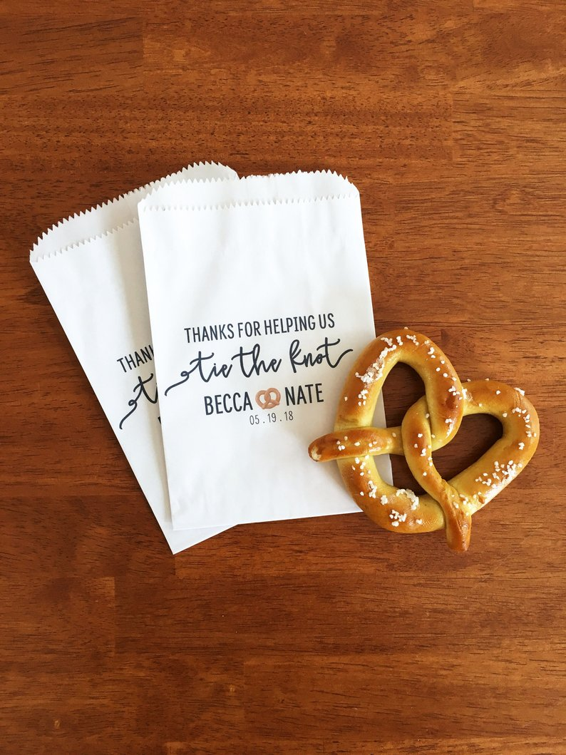 10+ Wedding Favors Your Guests Will Actually Want - Favor by Prepping Parties - #wedding #weddingfavors #weddingblog