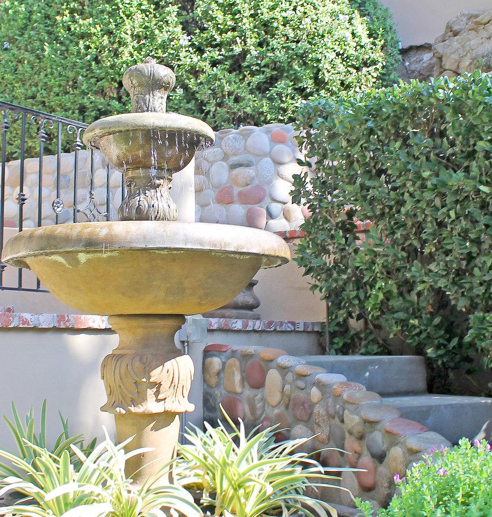 hardscape_fountain_stonework_retaining_wall_kenguy.jpg