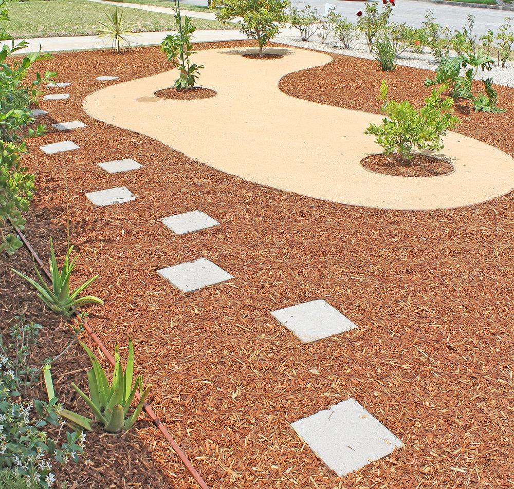 softscape_planting_mulch_pavers.jpg