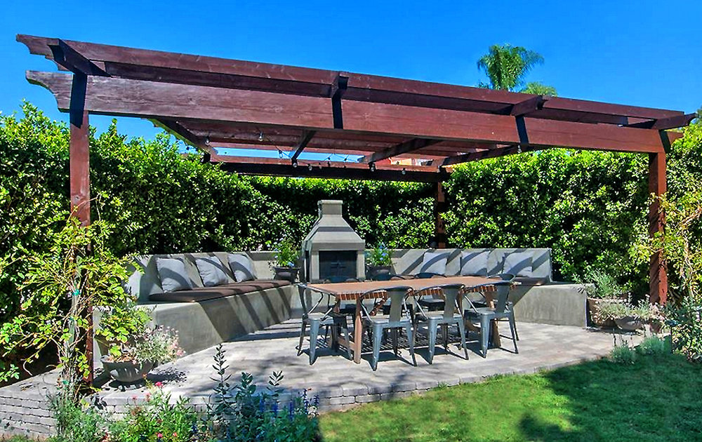 A great set-up for Enjoying time with Family and Friends with plenty of room for Entertaining.