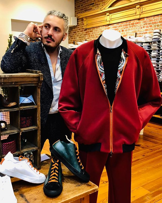 Dream mode on #italiandesigner #byappointmentonly #beunique #madeinitaly #bespoke #travel #design #tracksuit #specialdelivery #sneakers #art