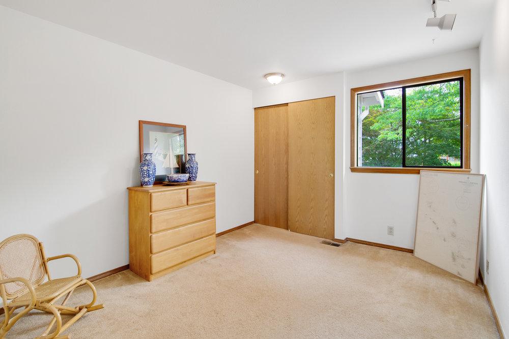 bothell_cul--de-sac_guest room2.jpg