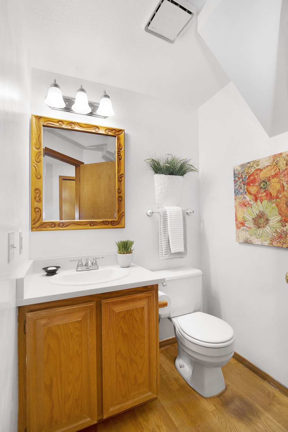bothell_cul--de-sac_powder room1.jpg