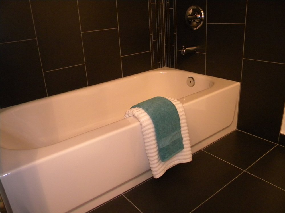 newcastle_condo_new tub.jpg