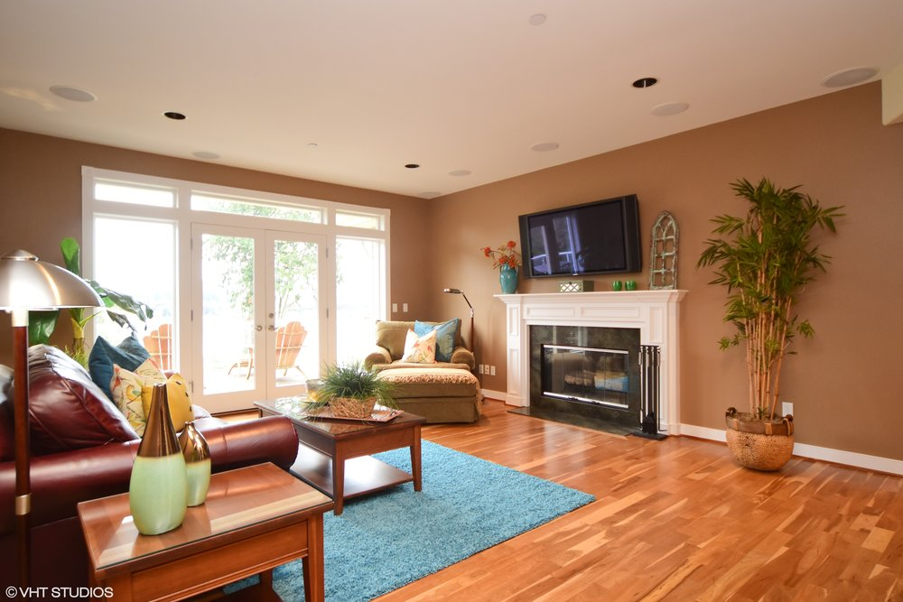 03_3734EMercerWay_165_LivingRoom_HiRes.jpg