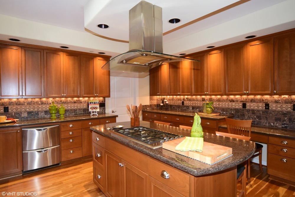 05_3734EMercerWay_5_Kitchen_HiRes.jpg