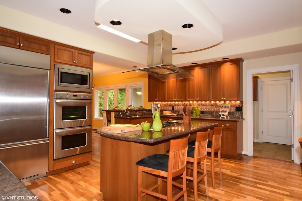 07_3734EMercerWay_177002_Kitchen_HiRes.jpg