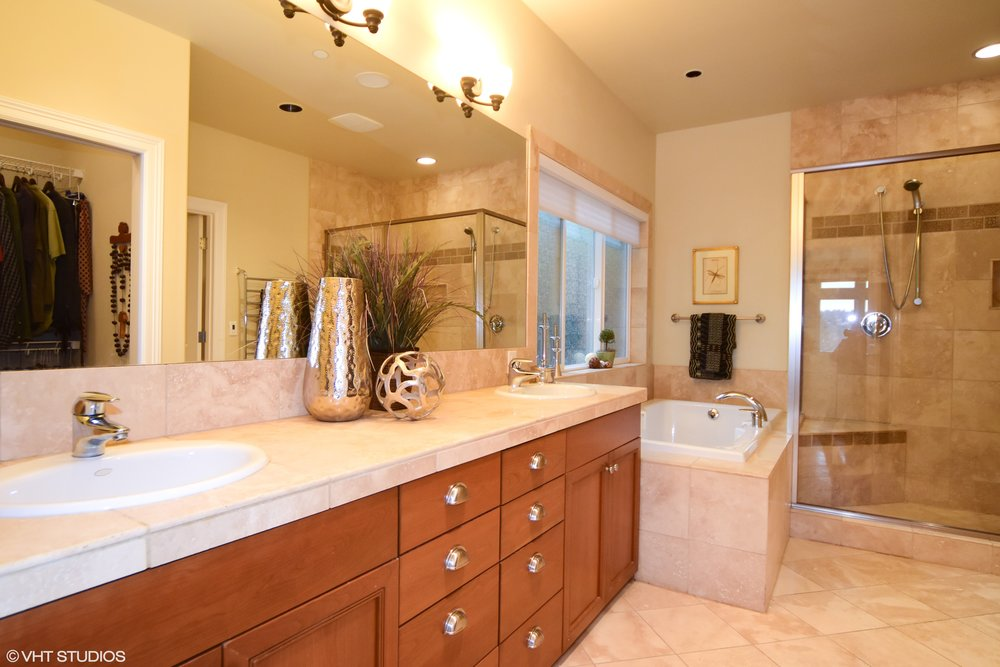 16_3734EMercerWay_168_MasterBathroom_HiRes.jpg