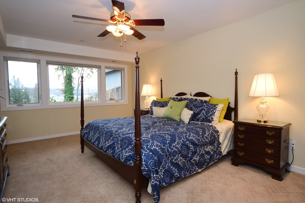 17_3734EMercerWay_18_Bedroom_HiRes.jpg