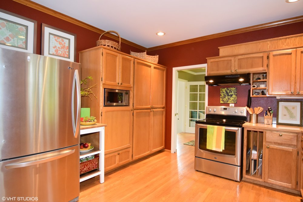 kitchen-view to dining.jpg