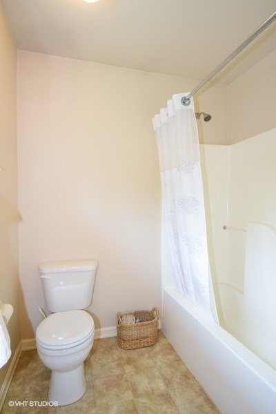 18_16621168thTerSE_8_Bathroom_LowRes.jpg