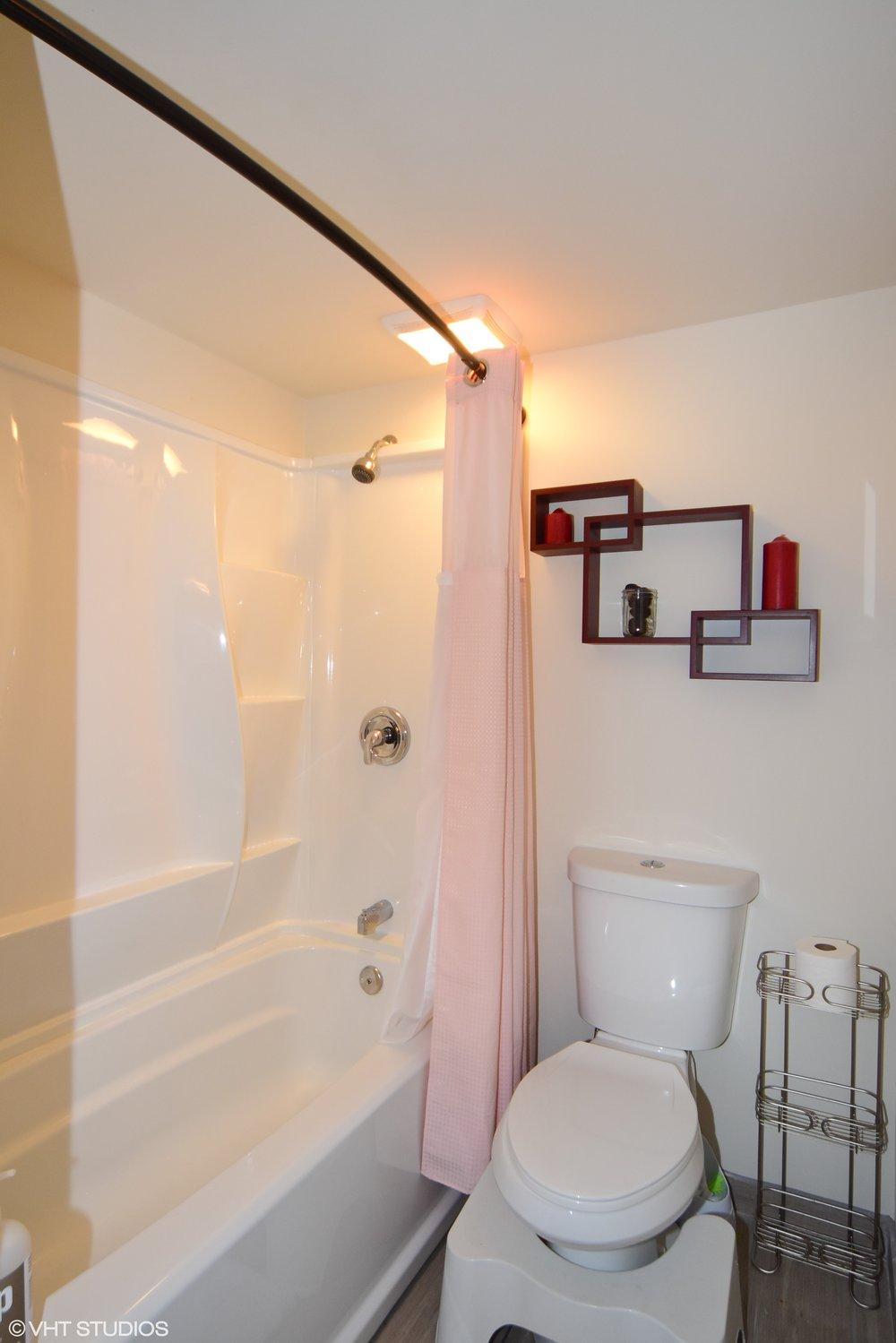 27_420126thAveW_323_Bathroom_HiRes.jpg