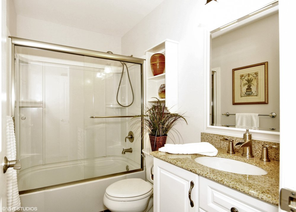 19_365093rdAveSE_323_Bathroom_HiRes.jpg