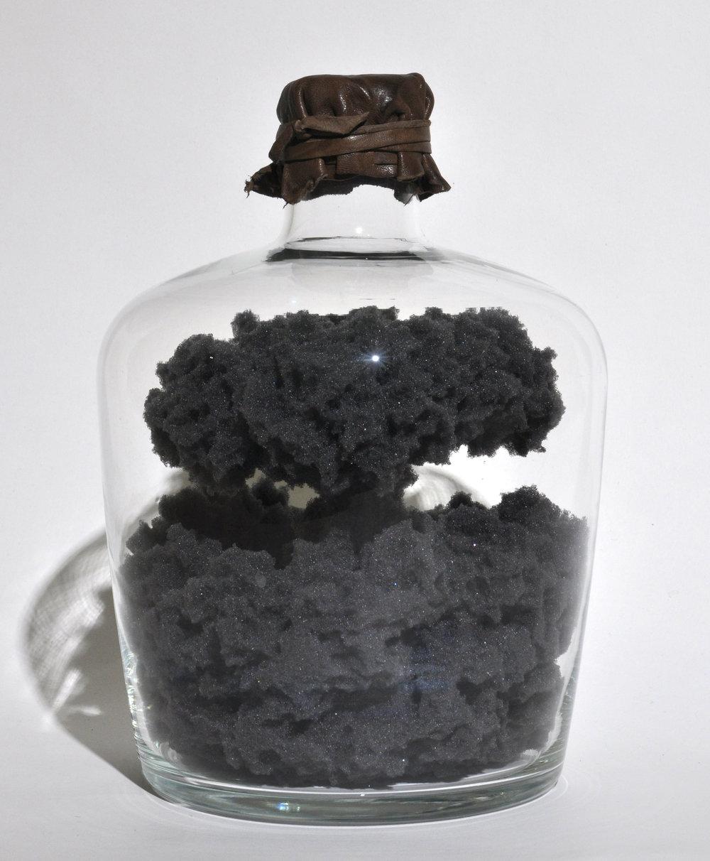 성유삼_Mushroom cloud 1_sponge foam, glass bottle, leather_16x16x24cm_2015
