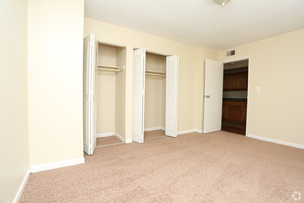 king-solomon-jeffersonville-in-1br-1ba---680-sf---bedroom (2).jpg