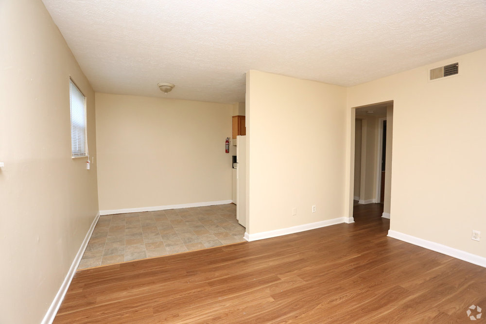 king-solomon-jeffersonville-in-1br-1ba---680-sf---living-room.jpg