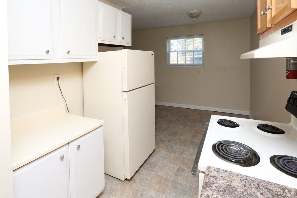 king-solomon-jeffersonville-in-1br-1ba---680-sf---kitchen (1).jpg