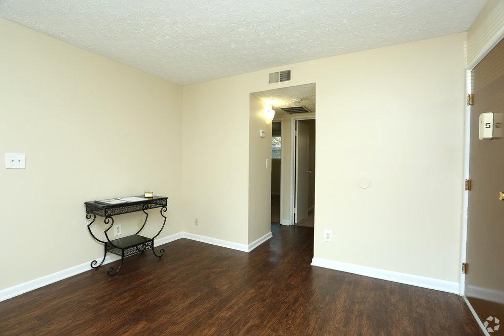 king-solomon-jeffersonville-in-2br-1ba---760-sf---living-room (1).jpg
