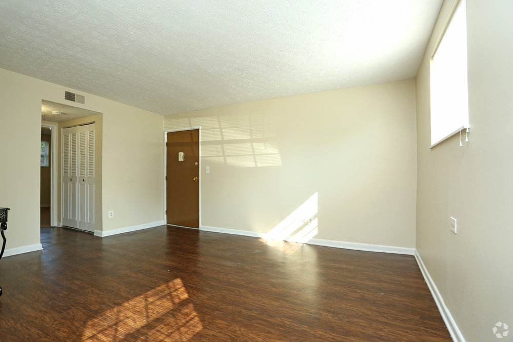 king-solomon-jeffersonville-in-2br-1ba---760-sf---living-room.jpg