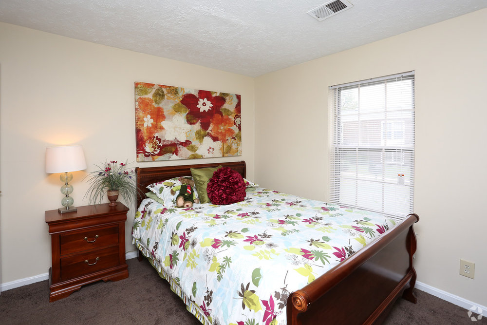 king-george-louisville-ky-2br-2ba---1150-sf---bedroom.jpg