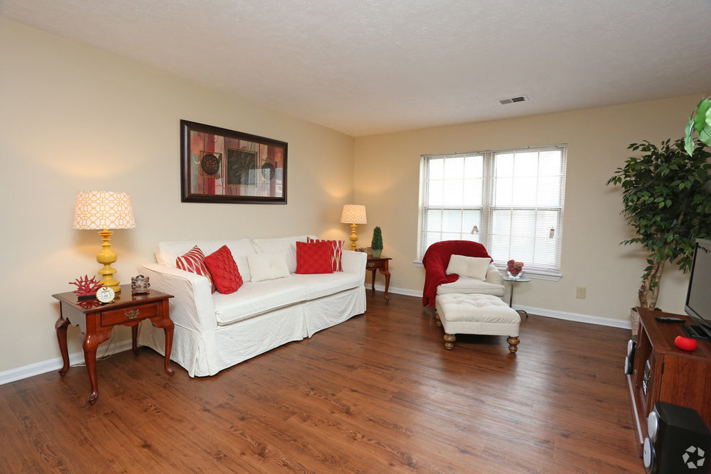 king-george-louisville-ky-2br-2ba---1150-sf---living-room.jpg