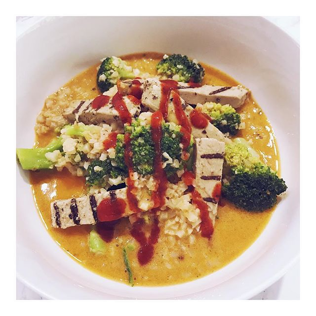 Quick vegan keto lunch 😍 • I have been joining my fellow Vegan Keto Made Simple fam for #justmovejune and this Red Coconut Curry Bowl hit the spot after my hour on the elliptical. This is a simple version of my Thai Coconut Curry Soup! • Link to recipe IN BIO! • • • •