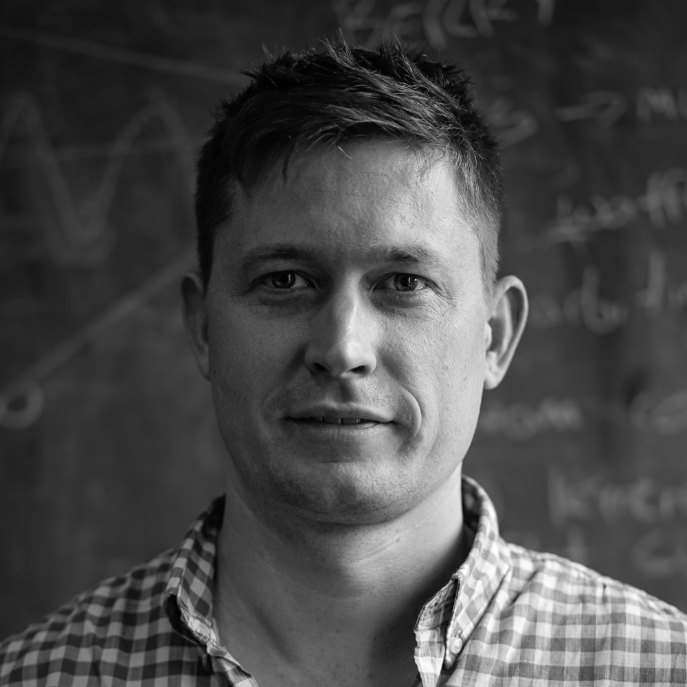 Dion Bettjeman   Dionは2011年に油圧システムのソリューションを産業向けに提供しました。彼のエンジニアリングスキルと高度な問題解決能力によって開発されたこのソリューションはとても高く評価されました。彼はこのメソッドはどの業界にも当てはまると考え、Mindhiveを創業しました。それ以来、彼は大きなビジョンを持ち、Mindhiveをリードしています。