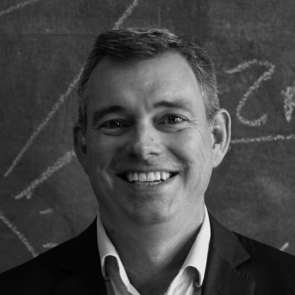 Neil Martin   Neilは大学でIT管理職の博士号を取得した後に、ヨーロッパに拠点を置く投資銀行で12年間の印象的なキャリアを構築しました。 2016年にニュージーランドに戻った後、Mindhiveに参加しました。彼は多くの経験を生かしチームを次の段階に導いています。