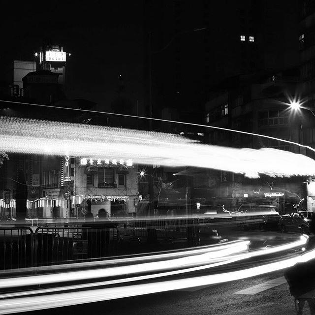 Stripe  #bw #bnw #balckandwhite  #blackandwhitephotography  #黑白攝影 #白黒写真 #stripe #taipei #city #street #light