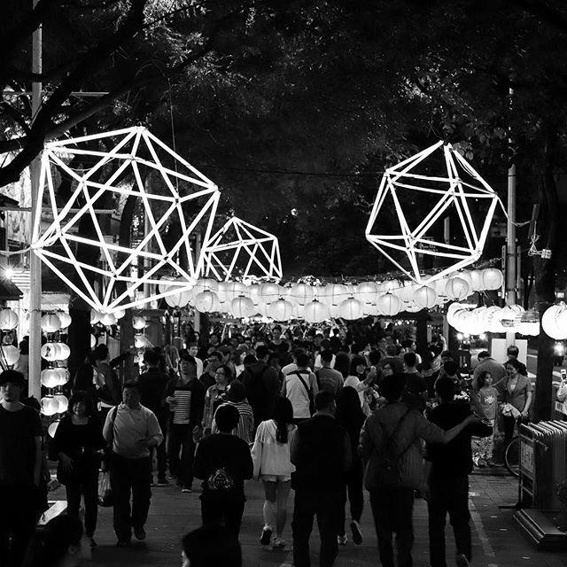 Stars #bw #bnw #balckandwhite  #blackandwhitephotography  #黑白攝影 #白黒写真 #stars #taipei #city #taipeilanternfestival  #台北燈節