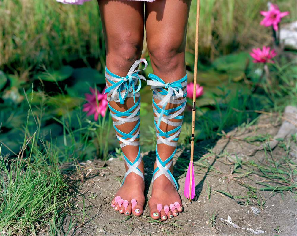 Sis{feet},   from the '{City of Virgins}' series. sRGB1966 ( Collection de l'artiste ) 127.63 x 153.03 cm.(50 1/4 x 60 1/4 inch.)