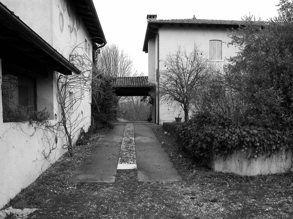 hillside-house-01a.jpg