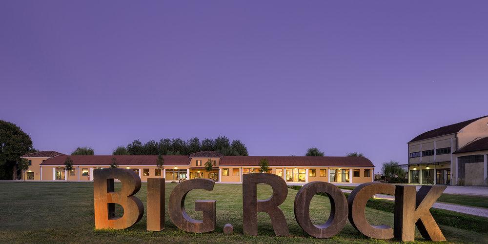 bigrock-01.jpg