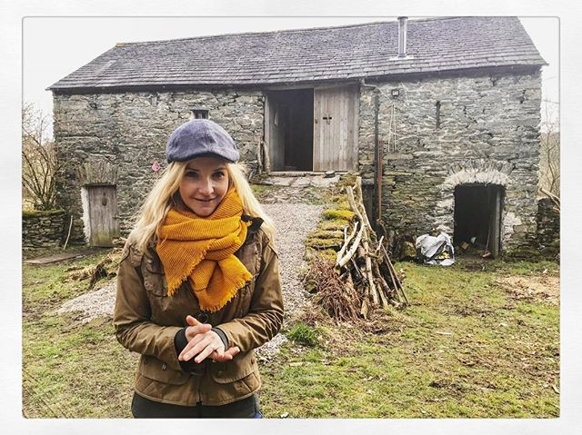 Lovely people. Lovely place .... not that I am biased at all..... 😜 thank you @hampsonwoods for the warm welcome, warm fire and warm pastries. Defo the best chopping board I have ever made. #cumbrian #countryfileincumbria #outdoorfashion #hampsonwoods #carpenters #countryside #bbcone