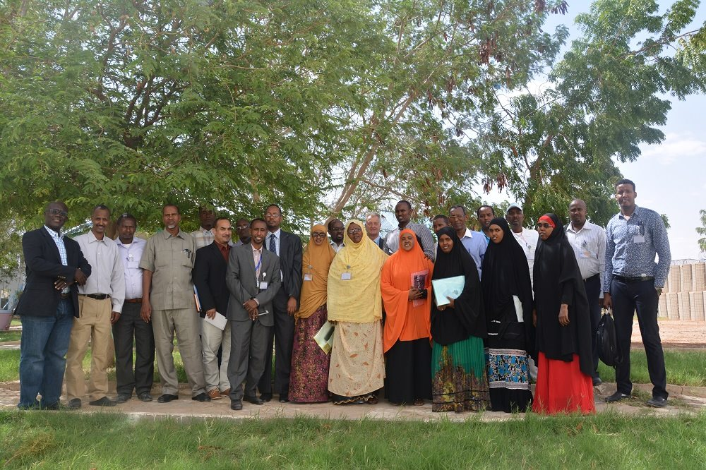 Participants of the workshop and UN staff in Garowe, Puntland State of Somalia. Credit: UN Photo.