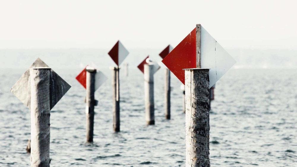 Gegen den Wind zu kreuzen bringt einen manchmal schneller zum Ziel als mit dem Wind zu segeln.  H. Lahm