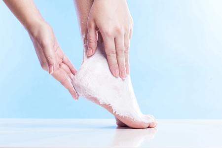 61481209_S_moisturize_foot_cream_calluses_lotion.jpg