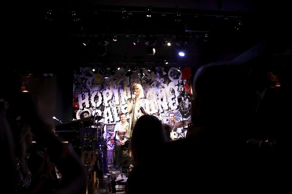 Karaoke 08 Gwyneth & banner.jpg