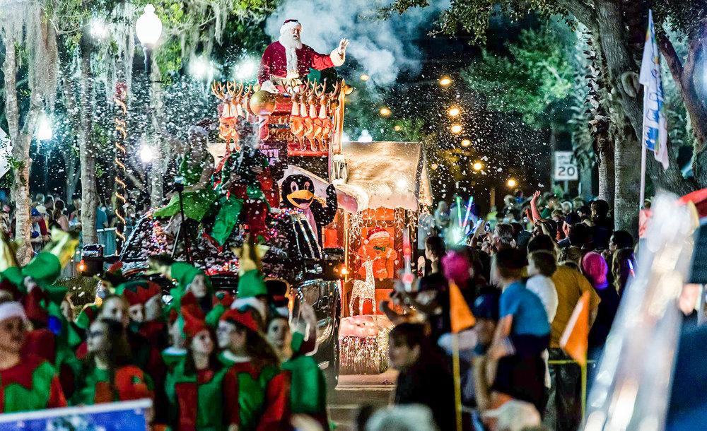 festival of lights parade santa 2016.jpg