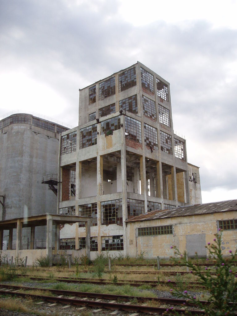 768px-Abandoned_factory,_Railway_Tulcea-Medgidia_01.jpg