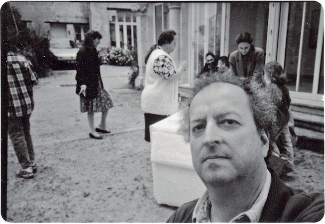 Auvers-sur-Oise. Vernissage de l'exposition du photographe Marc Pataut à la Galerie d'art contemporain, 1995. Photo G.T